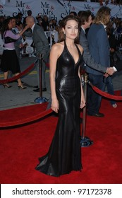 Actress ANGELINA JOLIE at the world premiere of her new movie Mr & Mrs Smith. June 7, 2005 Los Angeles, CA.  2005 Paul Smith / Featureflash