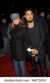 Actress CARMEN ELECTRA & rock star DAVE NAVARRO at the world premiere of Abandon, at Paramount Studios, Hollywood. 14OCT2002.   Paul Smith / Featureflash