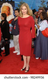 Actress ELIZABETH MITCHELL at the world premiere of her new movie The Santa Clause 2, at the El Capitan Theatre, Hollywood. 27OCT2002.   Paul Smith / Featureflash