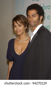Actress HALLE BERRY & pop star husband ERIC BENET at the Women in Film Crystal and Lucy Awards at the Century Plaza Hotel, Los Angeles. 20SEP2002.    Paul Smith / Featureflash