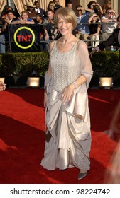 Actress HELEN MIRREN at the 8th Annual Screen Actors Guild Awards in Los Angeles. 10MAR2002.  Paul Smith / Featureflash