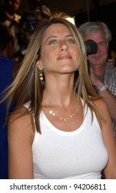 Actress JENNIFER ANISTON at the premiere of her new movie The Good Girl, the closing night movie of the 2002 IFP/West-Los Angeles Film Festival. 29JUN2002.   Paul Smith / Featureflash