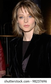 Actress JODIE FOSTER at the Los Angeles premiere of her new movie Panic Room. 18MAR2002.   Paul Smith / Featureflash