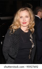 """Actress JULIE DELPY at the Los Angeles premiere of """"Hollywoodland"""". September 7, 2006  Los Angeles, CA  2006 Paul Smith / Featureflash"""