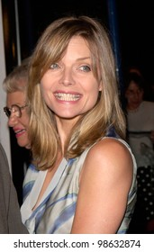 Actress MICHELLE PEIFFER at the Los Angeles premiere of Cast Away. 07DEC2000.   Paul Smith / Featureflash