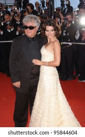 """Actress PENELOPE CRUZ & director PEDRO ALMODOVAR at gala screening for """"Volver"""" at the 59th Annual International Film Festival de Cannes. May 17, 2006  Cannes, France.  2006 Paul Smith / Featureflash"""
