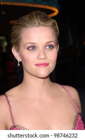 Actress REESE WITHERSPOON at the world premiere, in Los Angeles, of her new movie Legally Blonde. 26JUN2001.  Paul Smith/Featureflash