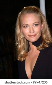 Actress SARAH WYNTER at the Los Angeles premiere of her new movie Lost Souls. 11OCT2000.  Paul Smith / Featureflash