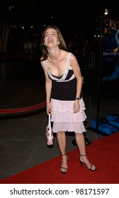 Actress SHAUNE BAGWELL at the Los Angeles premiere of Dragonfly. 18FEB2002.  Paul Smith/Featureflash