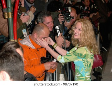 Actress TERI POLO at the Hollywood premiere of Blow. 29MAR2001.  Paul Smith/Featureflash