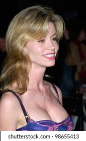 Actress/model SHAUNE BAGWELL at Hollywood premiere of Along Came A Spider. 02APR2001.    Paul Smith/Featureflash