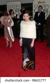 Actress/singer BJORK at the 2001 Golden Globe Awards at the Beverly Hilton Hotel. 21JAN2001.   Paul Smith/Featureflash