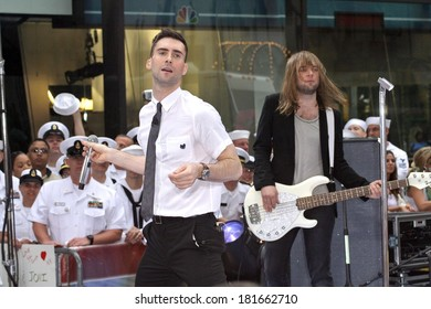 Adam Levine, Mickey Madden on stage for NBC Today Show Concert with Maroon 5, Rockefeller Center, New York, NY, May 28, 2007