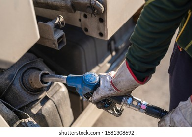 An additional liquid for exhaust gas aftertreatment is filled up.