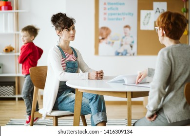 ADHD child's therapist talk with mother and ask questions during first session