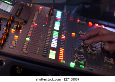 Adjust sound mixer switch in concert