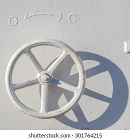 adjusting wheel at a ship