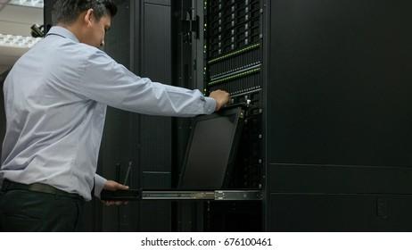 Administrator open server monitor in data center