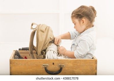 e9668969cdd45 Adorable little explorer girl in a safari hat and explorer clothes playing  Safari sitting in a