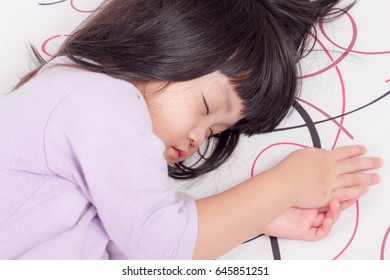 Adorable little girl sleeping on the bed are sleep time.