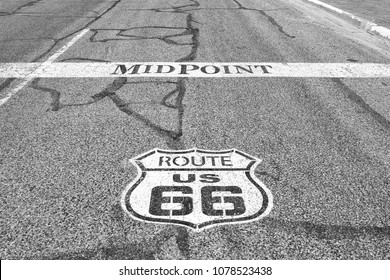 Adrian, Texas, USA: Midpoint of Route 66 (exactly 1139 Miles away from either Chicago as well as Los Angeles). Black and white.