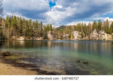 Lago Adrspach, Rocas Teplice Adrspach, Bohemia Oriental, República Checa
