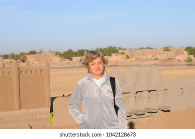 Adult woman with landscape view of Djenne in background
