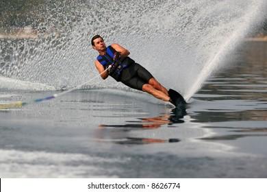 Advanced waterskiing on a mono-ski