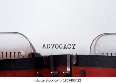 Advocacy Wort, geschrieben mit einer Schreibmaschine.
