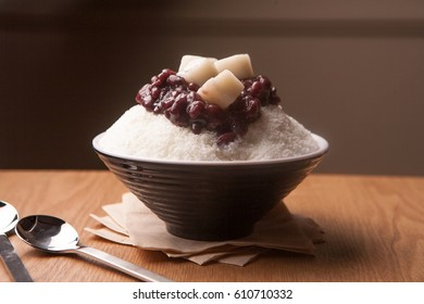 adzuki beans ice flakes with syrup