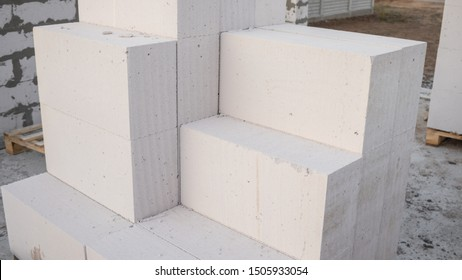 Aerated concrete blocks for the rapid construction of houses