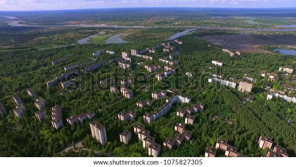 Aéreo. Zona de exclusión de desastres de Chernobyl Ciudad abandonada de Pripyat cerca de Chernobyl, Ucrania.