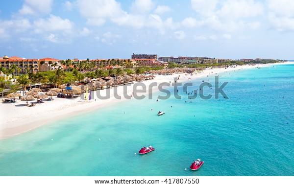 Luftaufnahmen vom Strand von Eagle auf Aruba in der Karibik