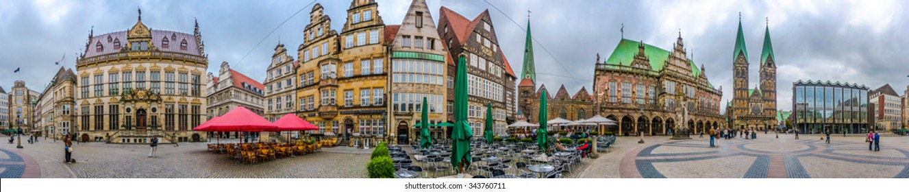360° Aerial Panorama of ancient Market Square in the centre of the Hanseatic City of Bremen with view on famous Raths-Buildings, Church of Our Lady, town hall and St. Petri Dom zu Bremen, Germany