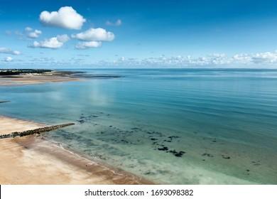 Photo aérienne Plage de Gautrelle avec ciel bleu et nuages. commune de l'île d'Oléron, département de Charente-Maritime, France, Europe