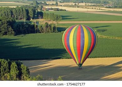 Photo aérienne d'une montgolfière au Centre Val-de-Loire, France, Europe