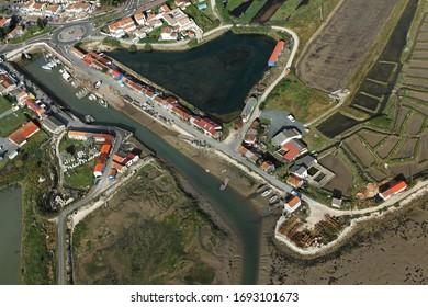 Photo aérienne du port d'huîtres de Saint-Trojan-les-Bains, sur l'île d'Oléron, dans le département Charente-Maritime