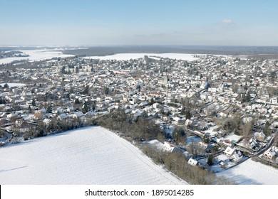 Photo aérienne du village de Saint-Arnoult, département des Yvelines, région Île-de-France. Municipalité du Parc Naturel de la haute vallée de Chevreuse.