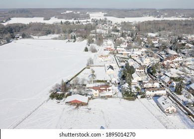 Photo aérienne de Saint-Cyr-sous-Dourdan sous la neige, vue du ciel par un paramoteur le 8 février 2018, département de l'Essonne, région Île-de-France, France