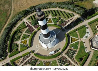 Photographie aérienne du phare de Chassiron situé au nord de l'île d'Oléron , département de Charente-Maritime, région Poitou-charentes Nouvelle-Aquitaine, France, Europe