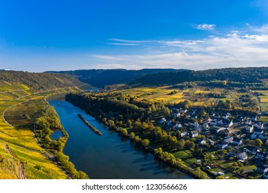 Aerial photograph, Germany, Rhineland-Palatinate, Cochem district - Zell, Moselle, Moselle loop near Pünderich with youth ministry Marienburg