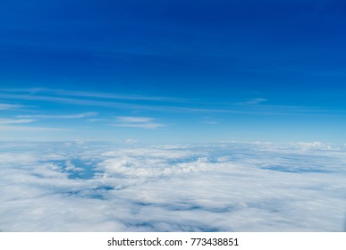 Aerial photos Shows lots of clouds like the sea. And the atmosphere of the airport. Including downtown Chiang Mai.