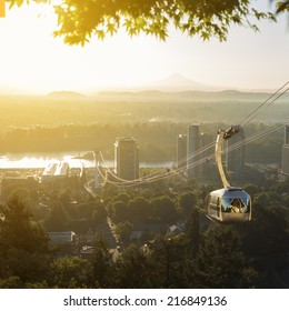 Aerial tram in Portland, Oregon transporting people to and from the hilltop where is also Oregon Health and Science University (OHSU) and a beautiful view on mount Hood and mount st. Helens