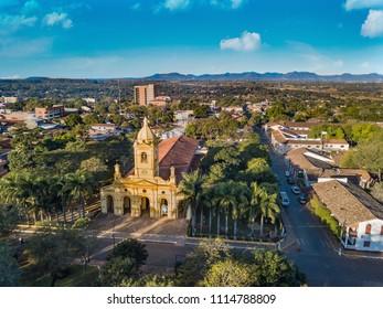 Luftbild der neuen großen Kirche in Villarrica - Paraguay