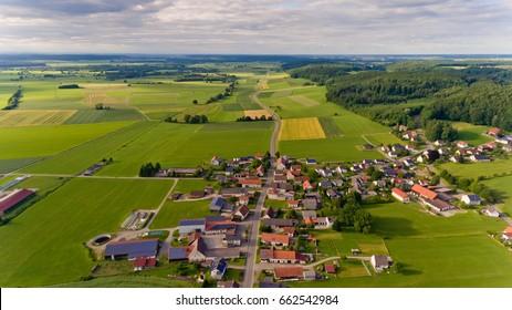 Luftbild des Dorfes Boos in Bayern.Deutschland.