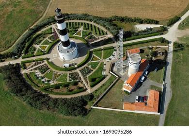 Vue aérienne du phare de Chassiron de l'île d'Oléron, département Charente-Maritime, région Nouvelle-Aquitaine