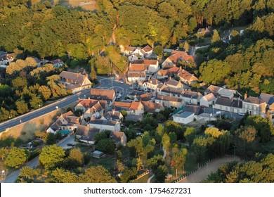 Vue aérienne du village de Chaumont-sur-Loire, département de Loir-et-Cher (41), région du Centre-Val de Loire, France