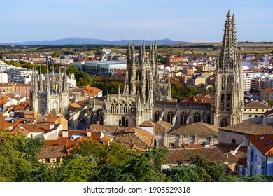 aerial view of the city of Burgos with its gothic cathedral emerging between the buildings.