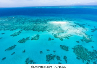 Aerial view of coral sand cay on Great Barrier Reef, Queensland, Australia