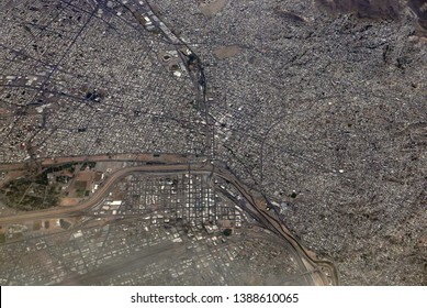 Aerial view of El Paso and Ciudad Juárez, divided by the US-Mexican border